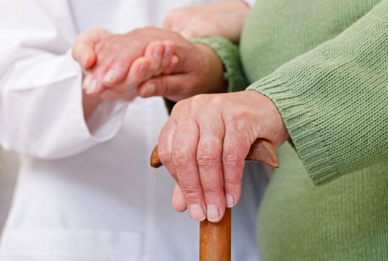 Das passende Pflegeheim finden – so geht's!